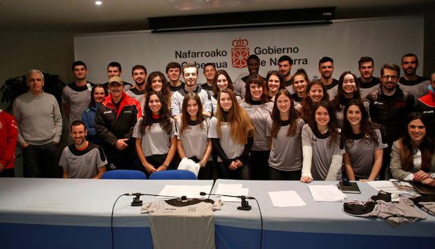 Atletas, técnicos y autoridades presentes este viernes en el acto de presentación del programa PRONATREN.