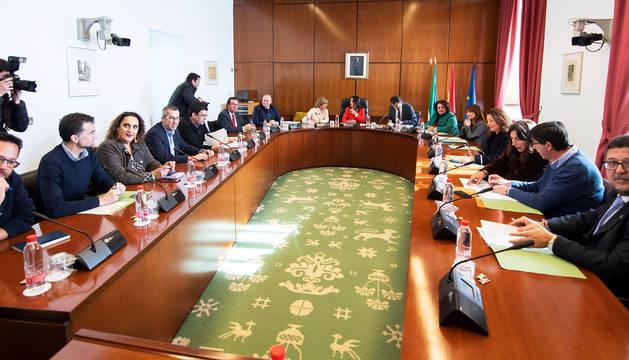 Reunión de la primera Junta de Portavoces del nuevo Parlamento andaluz Een Sevilla.
