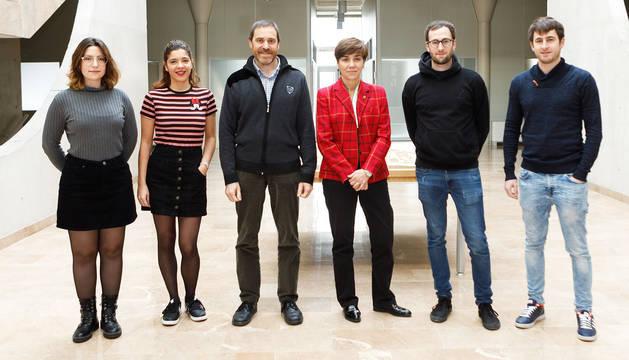 De izda-. a dcha., los galardonados Patricia Trincado, Elia Cortazar, Iñaki Casado, Eloísa Ramírez Vaquero, Iñigo Moso y Manuel Moso.