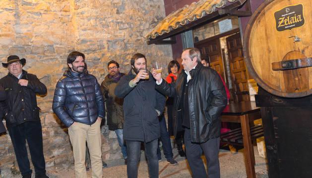 De izda. a dcha.: Eneko Larrarte (alcalde de Tudela), Sergio Iturre y Rafael Remírez de Ganuza.