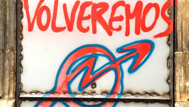 Puerta pintada en Rozalejo.