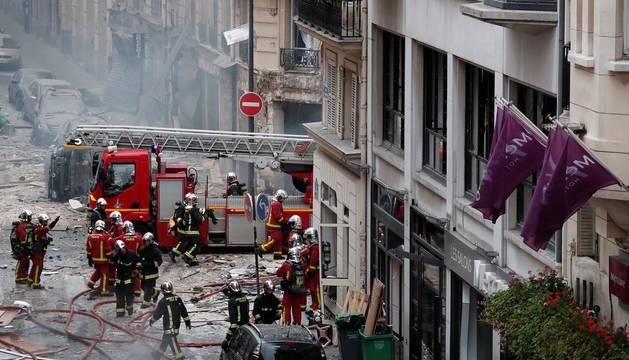 La explosión hizo temblar las ventanas y cristales y causó importantes daños materiales sobre los edificios y comercios colindantes