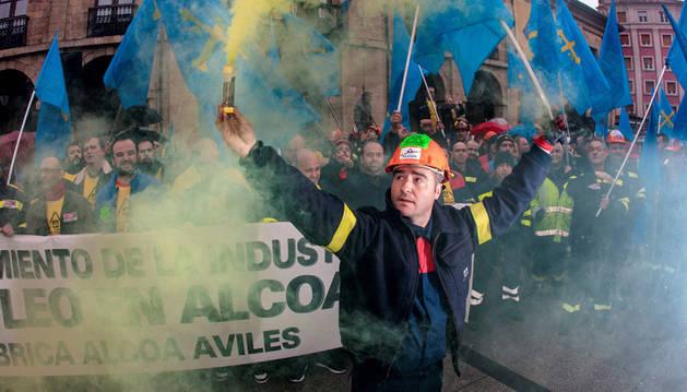 Más de 2.000 personas piden en Avilés sanciones para Alcoa y su intervención