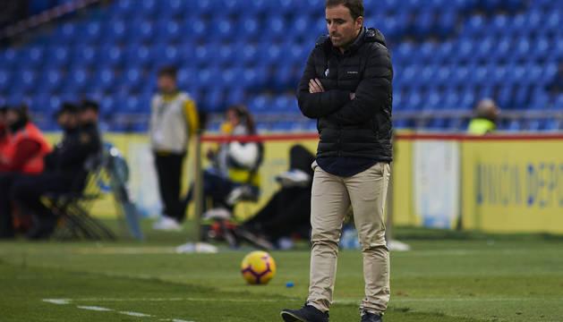 Jagoba Arrasate contempla en encuentro desde la banda del estadio Gran Canaria.
