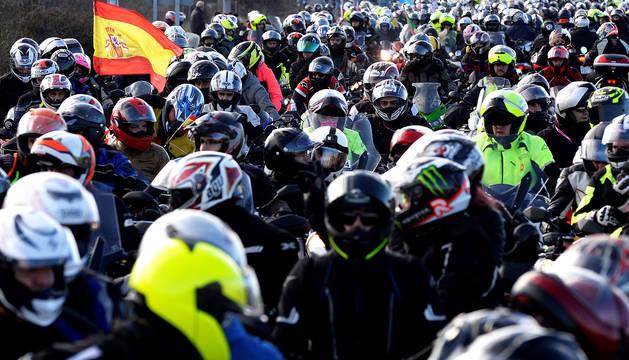 Miles de cascos circulan por las calles de Valladolid durante la quedada de 2019.