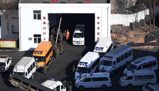 Mueren 21 trabajadores tras derrumbarse una mina de carbón en China