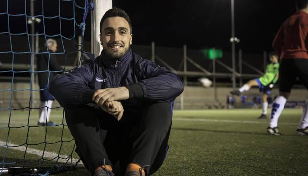 El centrocampista del Burladés Pablo García tuvo que ejercer de portero ante el Valle de Egüés desde el minuto 81 y no encajó gol.