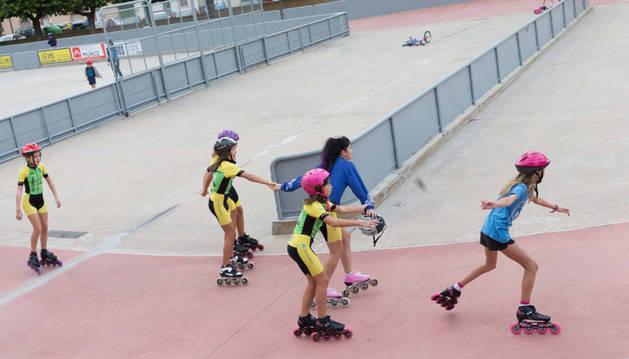 Imagen de archivo de parte del equipo de patinaje de CD Lourdes, en Tudela.