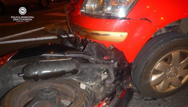 Herido en Pamplona un joven que conducía un ciclomotor al sufrir un accidente