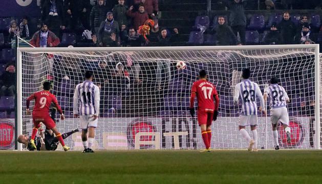 Momento del gol del Getafe ante el Valladolid durante el partido de vuelta de octavos de final de la Copa del Rey en el estadio José Zorrilla.
