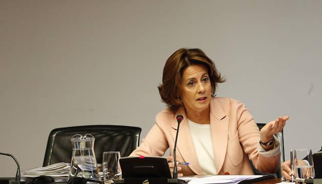 La expresidenta de Navarra Yolanda Barcina durante su comparecencia en el Parlamento en Pamplona ante la comisión que investiga la desaparición de Caja Navarra.