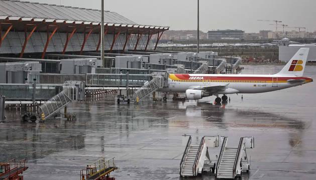 Se busca al dueño de un avión abandonado en el aeropuerto de Barajas