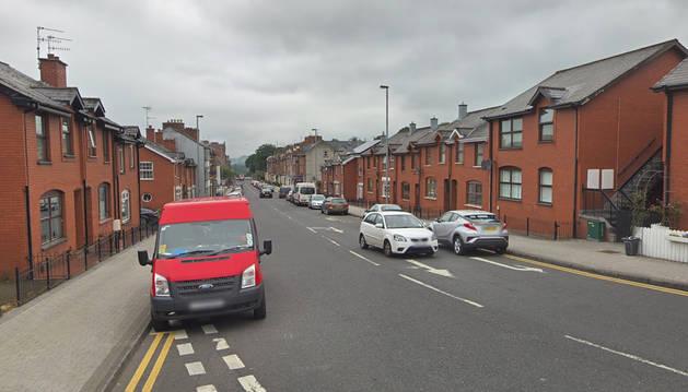 Vista general de la calle Bishop de Londonderry, donde se produjo la explosión.