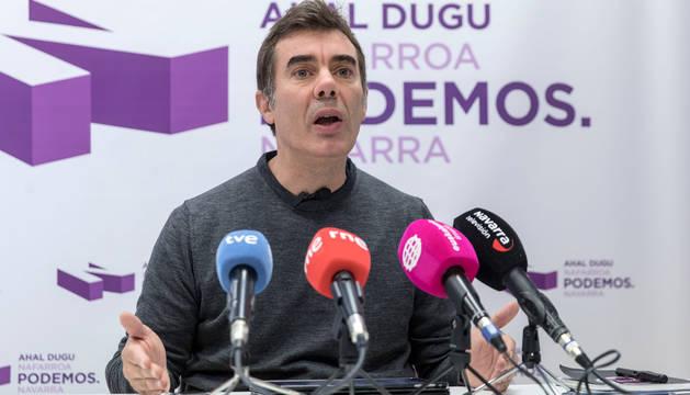 Eduardo Santos, de Podemos, durante una rueda de prensa la pasada semana.