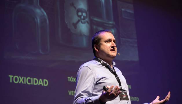 El murciano Daniel Torregrosa, químico, experto en toxicología y divulgador científico, ayer en Pamplona Negra.