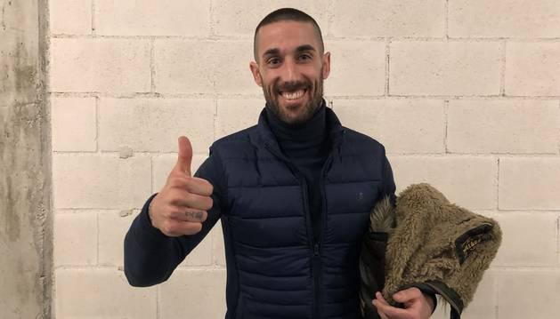 Lillo visita por sorpresa a sus compañeros de Osasuna tras la victoria en Almería