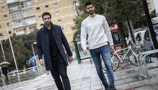 Iosu Goñi y Eduardo Gurbindo, ayer en Pamplona tras participar en el pasado Mundial de balonmano.