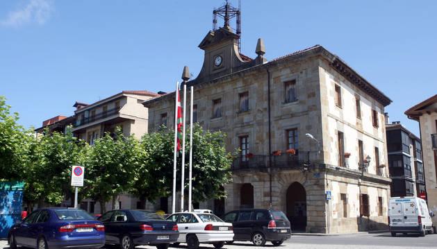 Exterior de la Casa Consisotrial de Etxarri Aranatz.