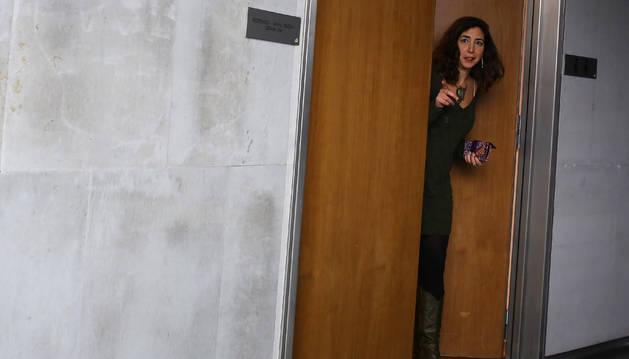 Laura Pérez, el pasado lunes en la puerta del despacho de su grupo parlamentario.