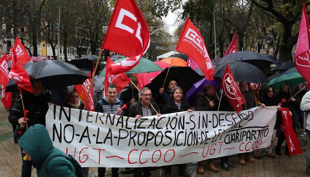 foto de UGT y CC OO salieron a la calle en varias ocasiones en contra de la futura Ley de Internalización.
