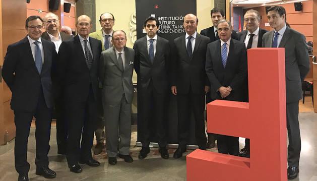 foto de 15º aniversario de Institución Futuro con miembros del think tank junto a José María Álvarez-Pallete, presidente de Telefónica