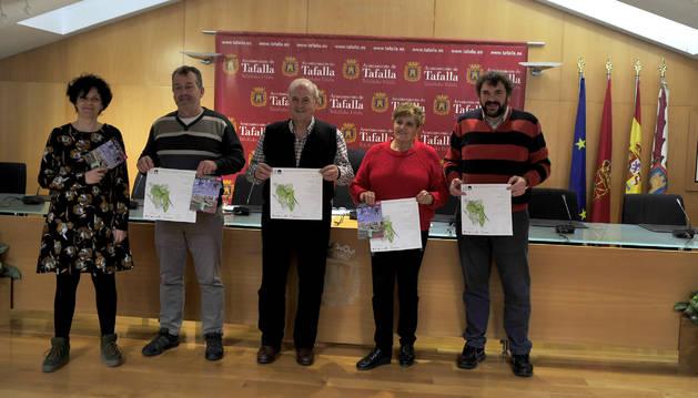 Foto de ,Pili Etxeberria y los ediles Ignacio Moros, Jacinto Goñi, Albina Prieto y Josemi Ullate.