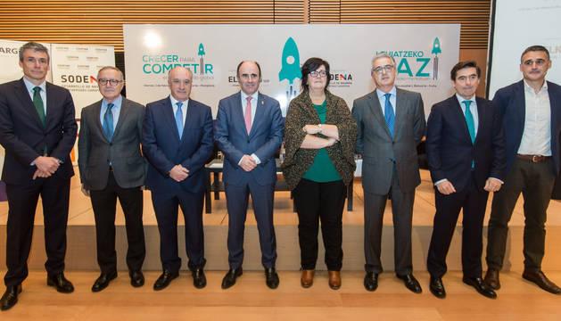 foto de Luis Collantes, Juan Miguel Floristán, Josu Sánchez, Manu Ayerdi, Pilar Irigoien, José Zudaire, Carlos Eugui y Josu Ugarte.