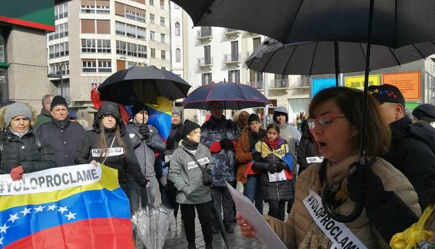 Un momento del acto protagonizado ayer por venezolanos en Pamplona, que empezó en Merindades.