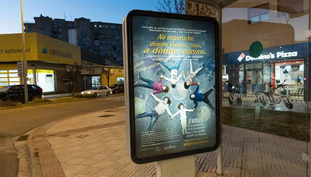 Foto de uno de los carteles de promoción del Modelo D que se pueden ver en Tudela.