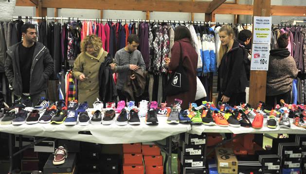 Uno de los stands de calzado durante la feria del stock del año pasado.
