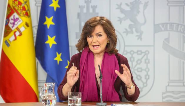 foto de La vicepresidenta del Gobierno, Carmen Calvo, comparece en el Palacio de la Moncloa para explicar la figura del relator que pretende introducir el Gobierno para mediar entre Cataluña y España.