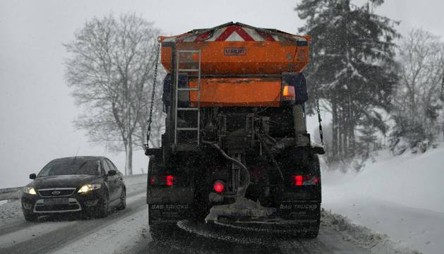 Cuidado con el efecto corrosivo de la sal en los vehículos