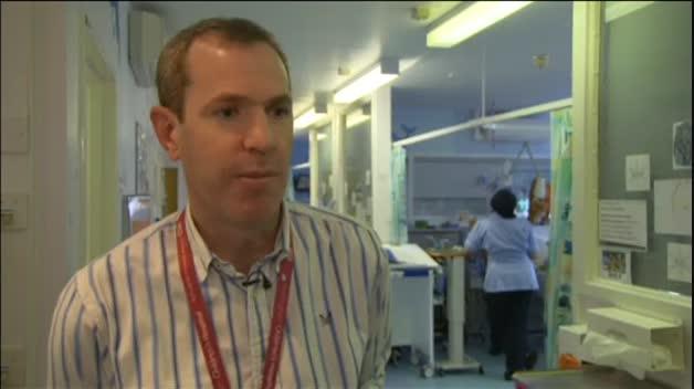 Vanellope es el primer bebé en Reino Unido que sobrevive después de nacer con el corazón fuera del pecho