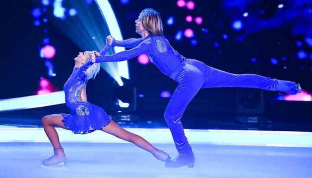 John Kelly con su pareja en el concurso, la pentacampeona de Alemania Annette Dytrt, durante una actuación del programa.