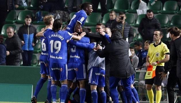 foto de El Oviedo se asoma al play-off tras ganar al Elche en el último suspiro