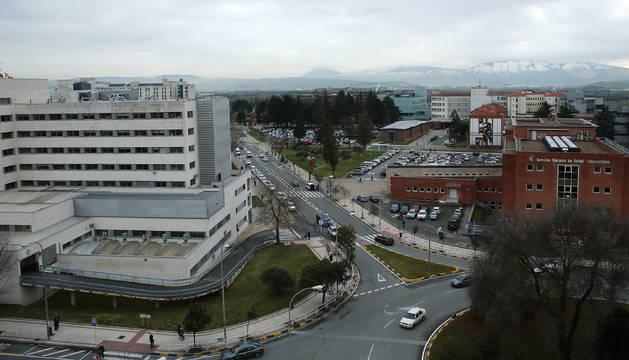 Vista general de la zona hospitalaria, con Virgen del Camino (izquierda), centro de consultas Príncipe de Viana (derecha) y Hospital de Navarra (fondo).