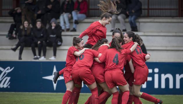Felicidad de las jugadoras de la selección sub-17 al conseguir uno de los goles de la mañana.
