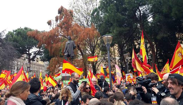 Manifestación este domingo en la plaza de Colón de Madrid en contra de la política de diálogo del Gobierno en Cataluña y en demanda de elecciones.