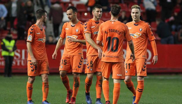 David, junto a sus compañeros, tras la victoria ante el Sporting.