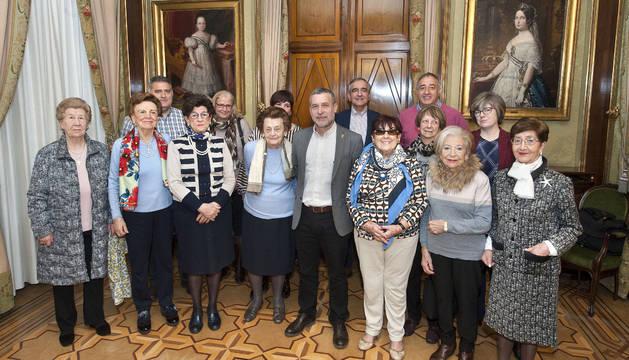 Representantes de la asociación con Laparra