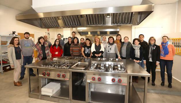 15 personas en desempleo inician el primer curso de cocina de este a o noticias de pamplona y - Curso de ayudante de cocina ...