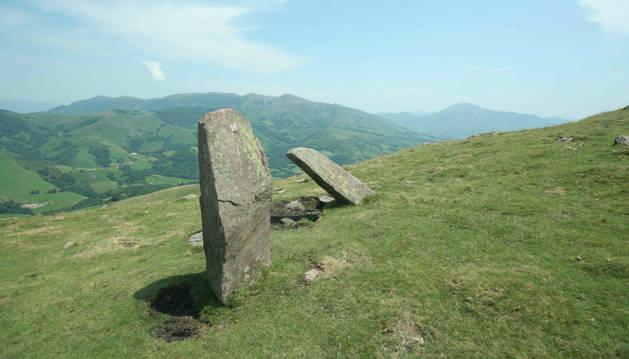 Foto del menhir de Artxubieta Baztan.