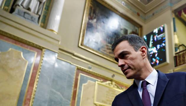 Foto del presidente del Gobierno, Pedro Sánchez, a su llegada al pleno del debate de las enmiendas a la totalidad del proyecto de Presupuestos Generales del Estado