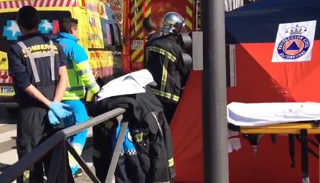 Puesto de atención de Emergencias de Madrid tras el accidente mortal en Alcobendas.