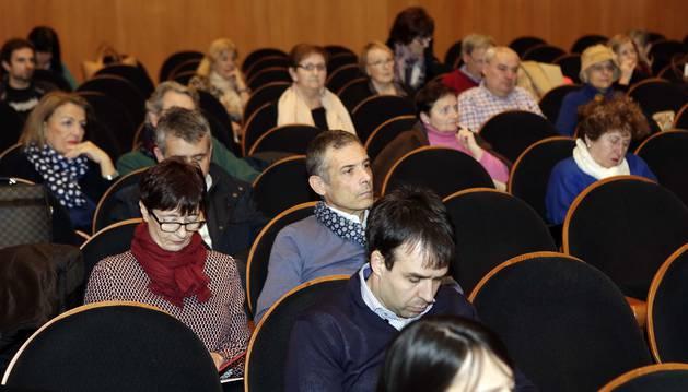 Foto del público asistente a la charla sobre nuevos tratamientos revolucionarios contra el cáncer.