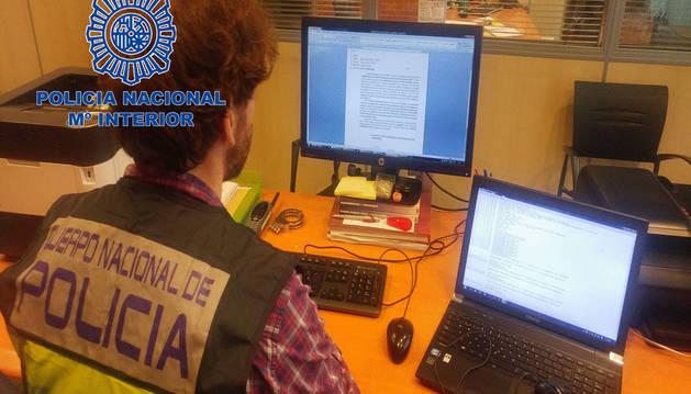 Foto de un agente de Policía Nacional.