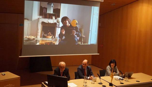 Foto de De Latorre, Ayerdi y Noya, con el presentador de la Gala, Luis Piedrahita en pantalla.