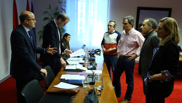 Foto de la comisión de investigación de este viernes en el Parlamento foral sobre actuaciones de Sodena.