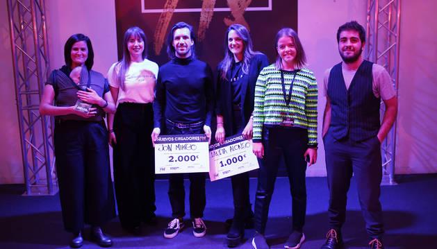 De izquierda a derecha, Elena Domench, Lara Cezeta, Jon Mikeo, Claudia Alonso, Natalia Bruguera y Asier Quintana, del concurso de Nuevos Creadores de la Pasarela 948.