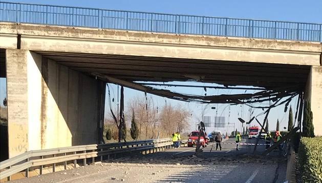 Un accidente de camión provoca el cierre de la N-121-C durante